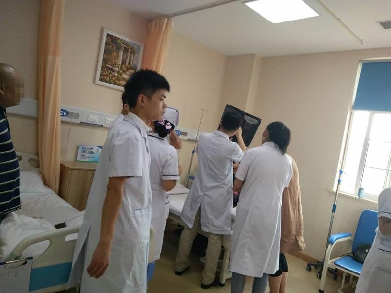 病房副本.jpg